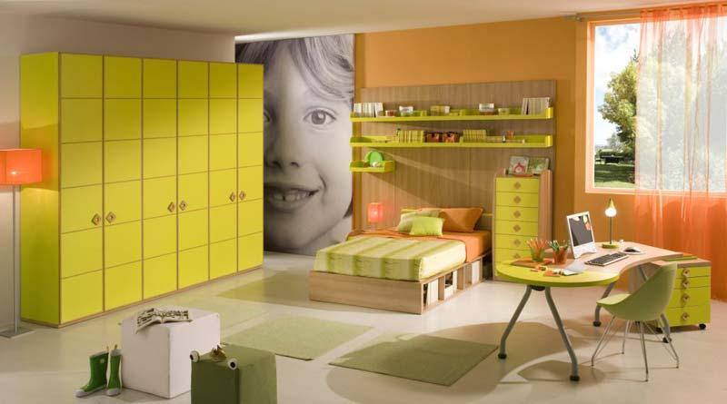 Quarto grande para menino, cor bebe, cama e mesa de estudo