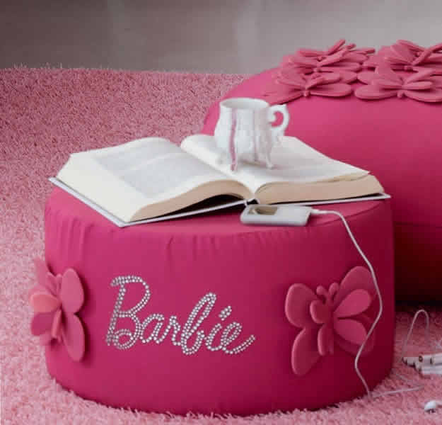 Quarto da Barbie com puff rosa