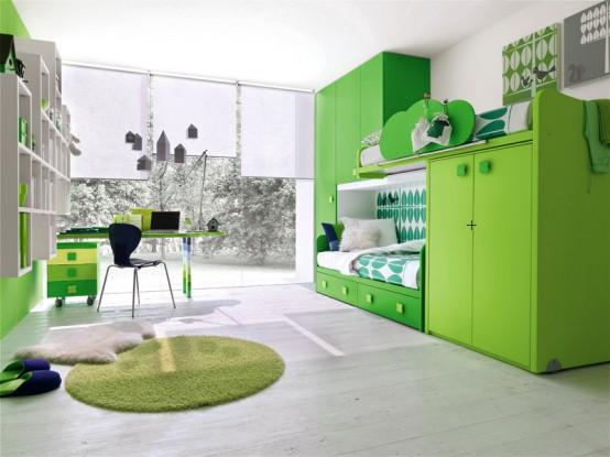 Quarto decorado cor verde com duas camas