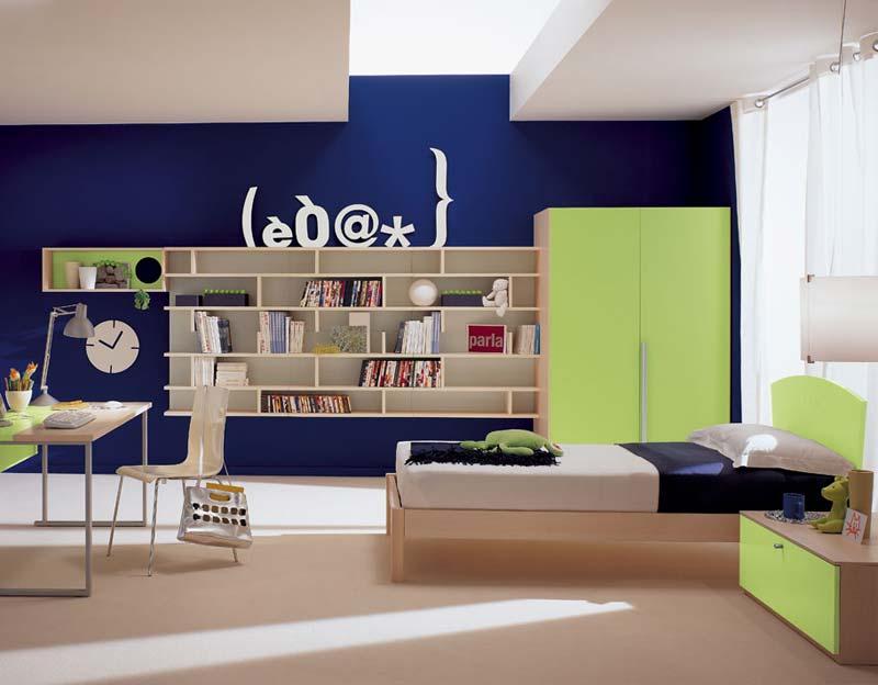 Quarto decorado, usando pouco espaço, cor azul