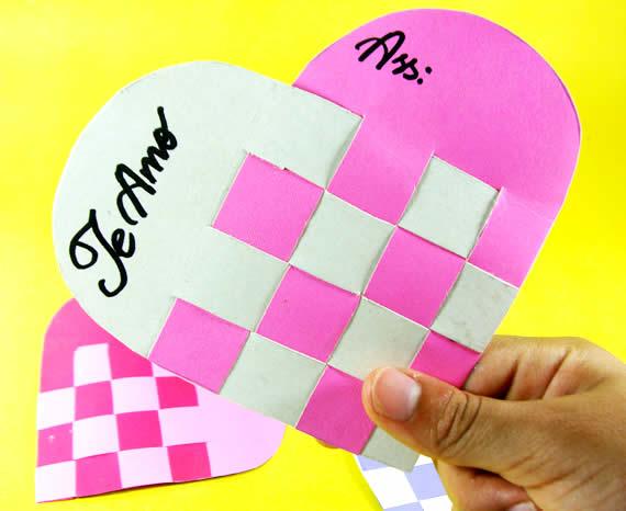 Cartão de coração com papel reciclado