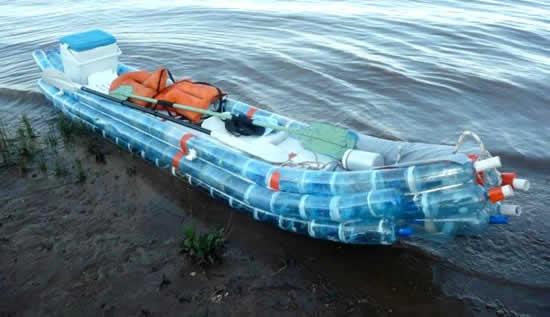 Artesanato com reciclagem de Canoa ou barco com garrafas Pets