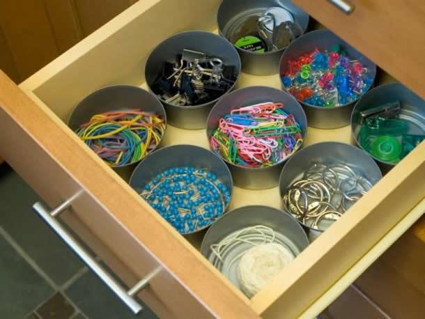 Organizador com latas de Atum
