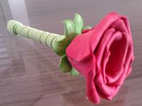 Caneta com rosa de EVA
