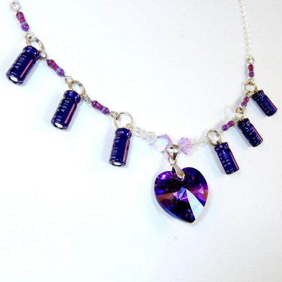 Colar com capacitores violetas