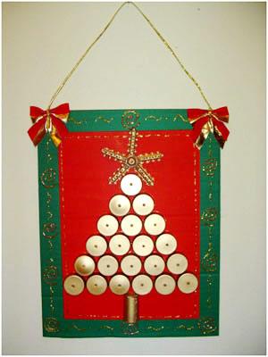Árvore de Natal reciclada com tampinhas