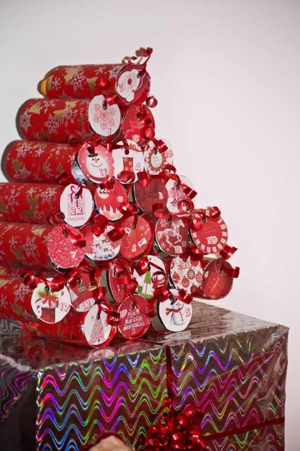 Calendário de natal com rolos de papel