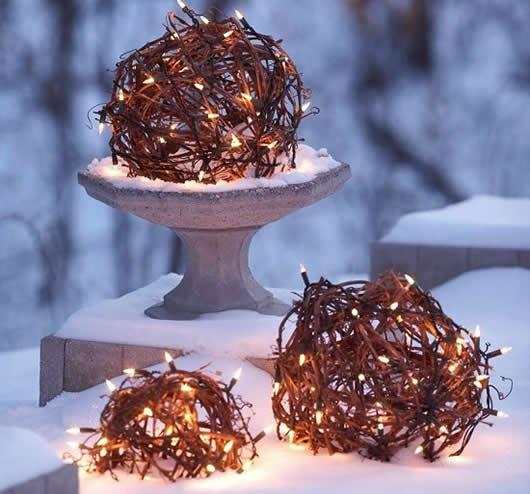 Decoracçao de natal com gravetos e lampadas