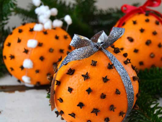Cravos e laranja: Decoracão de Natal