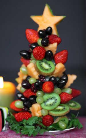 arvore de natal com frutas