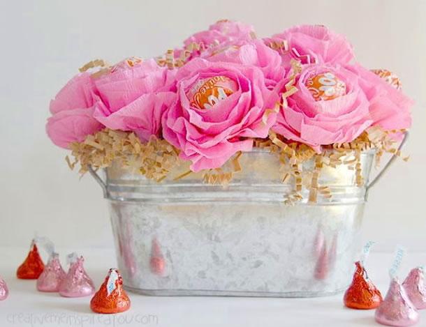 lembrancinha-com-pirulito-flores-crepom