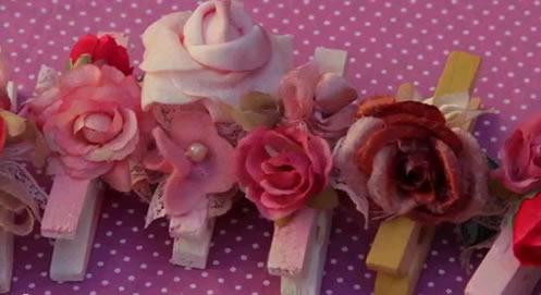 pregadores com flores