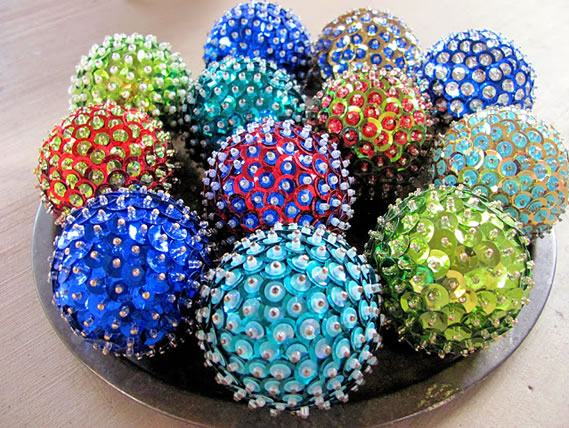 Bolas decorativas com lantejoulas