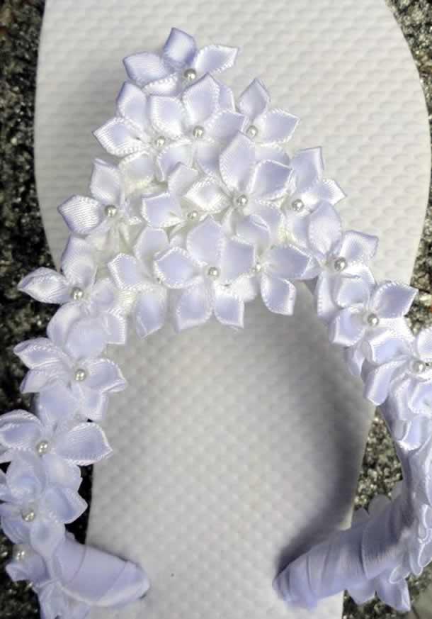 chinelo-decorado-com-flores-fita