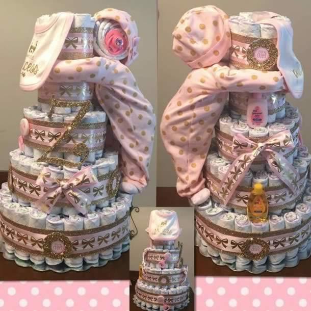 bolo-de-fraldas-rosa-bebe-agarrado