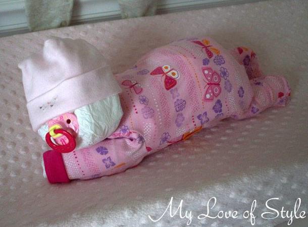 bolo-de-fraldas-rosa-bebe-deitado
