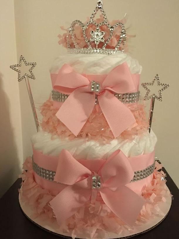 bolo-de-fraldas-rosa-coroa