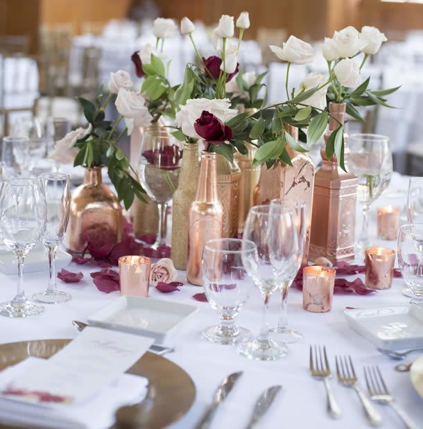 centro-de-mesa-para-casamento-garrafas-douradas