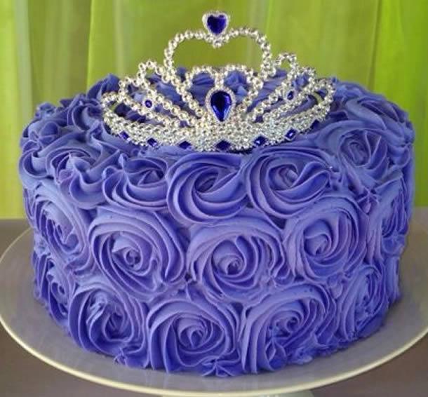 bolo-da-princesa-sofia-rosas-chantilly