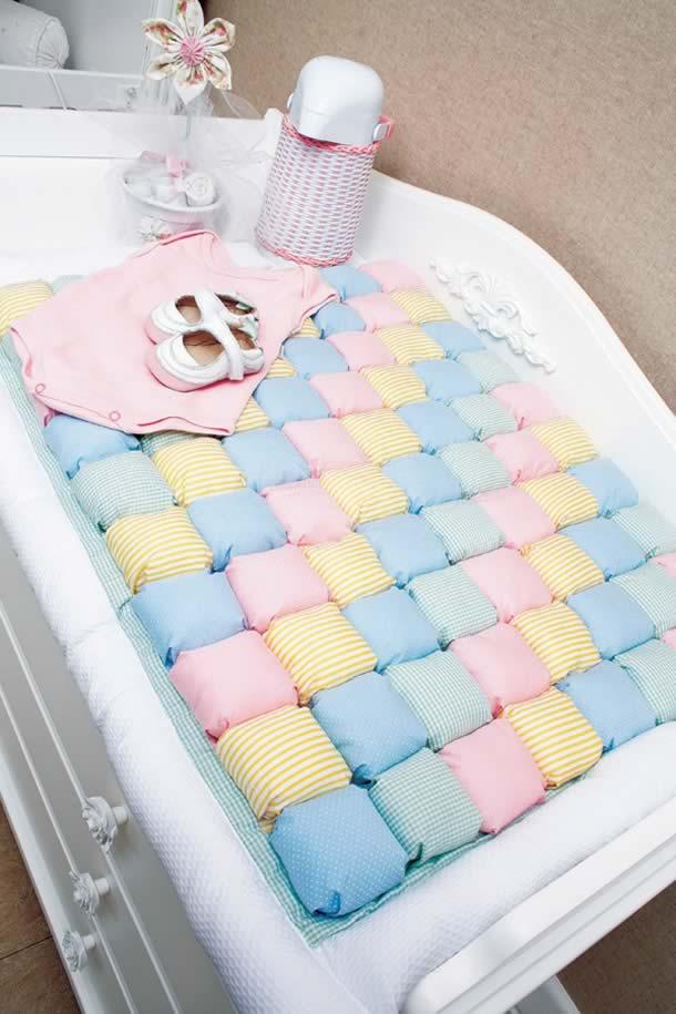 patchwork-bebe-trocador-puff