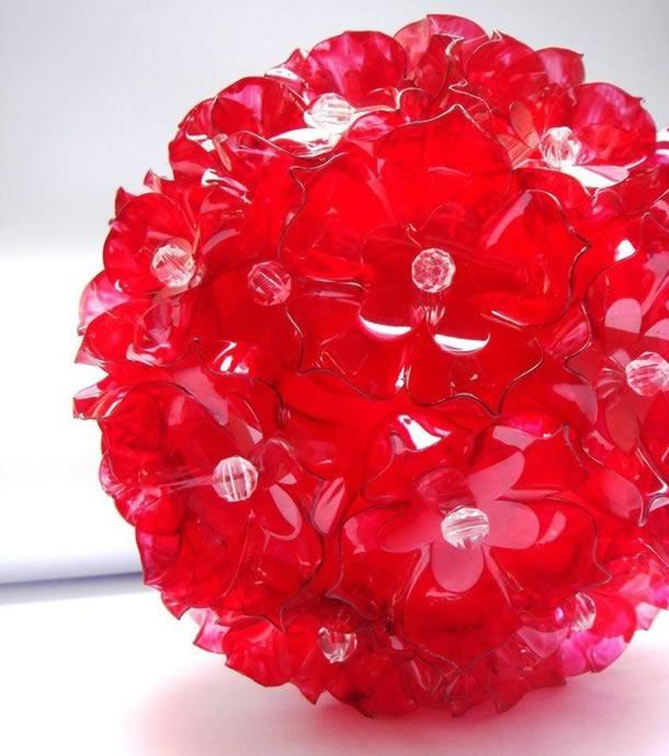 enfeites-de-natal-com-garrafas-pet-bola-flores