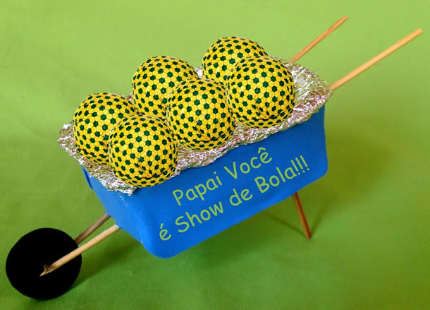 artesanato-com-potes-de-margarina-carrinho-bola