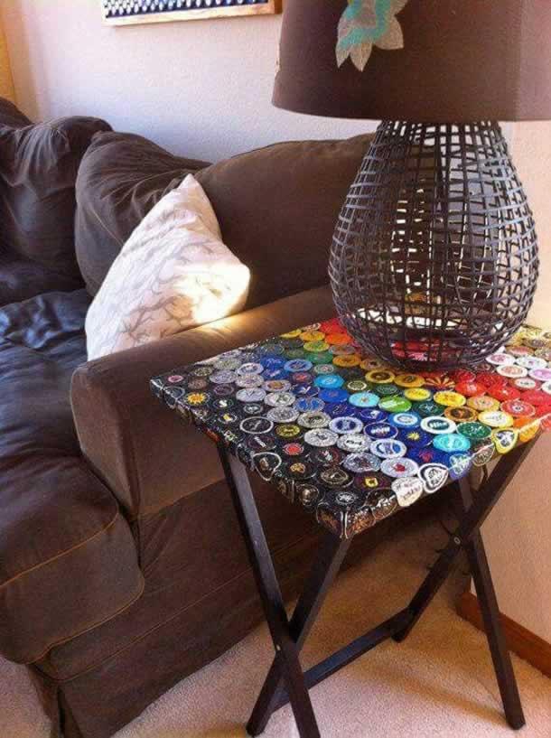artesanatos-com-tampinhas-mesa-pequena