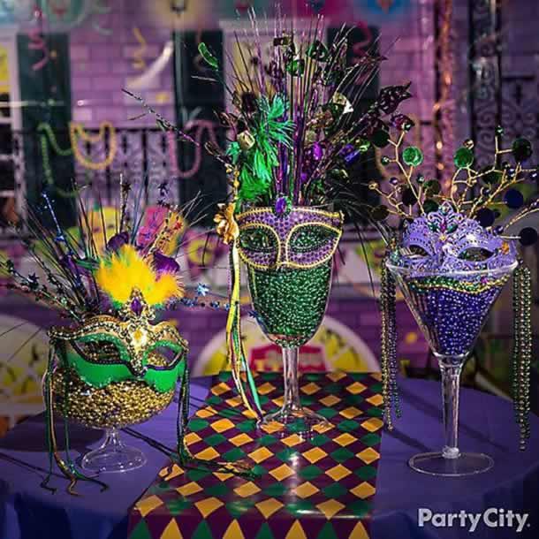 enfeites-de-carnaval-centro-mesa-tacas