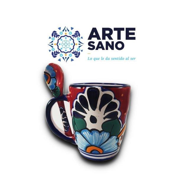 Taza con cuchara artesanal decorada color rojo