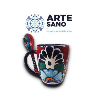 Taza con cuchara artesanal decorada color rojo
