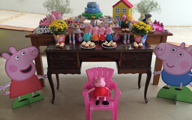 Decoração de Festa Infantil – Tema Peppa Pig, a Mesa do Bolo!!!