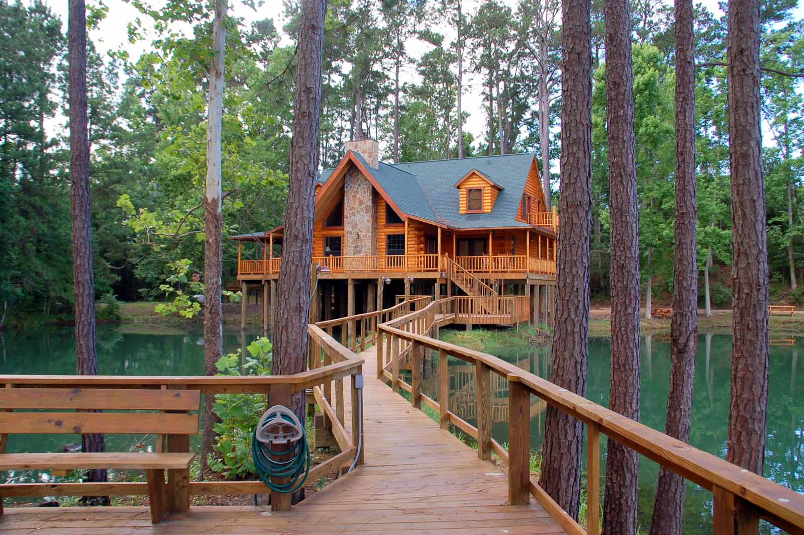 The Retreat at Artesian Lakes  Log Cabin Rentals on the