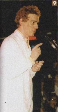 Spinetta plegándose al reclamo docente de la Carpa Blanca en los 90.