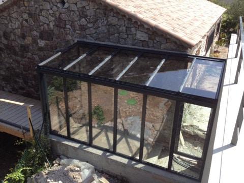 Vue extérieure véranda en aluminium vitrées