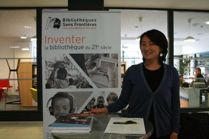 Enora Hamon a présenté les différentes possibilités offertes par Bibliothèques Sans Frontières pour faciliter l'accès à l'art et la culture dans les établissements © Estelle Lucas