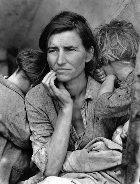 """Storie di fotografie. """"Madre migrante"""""""