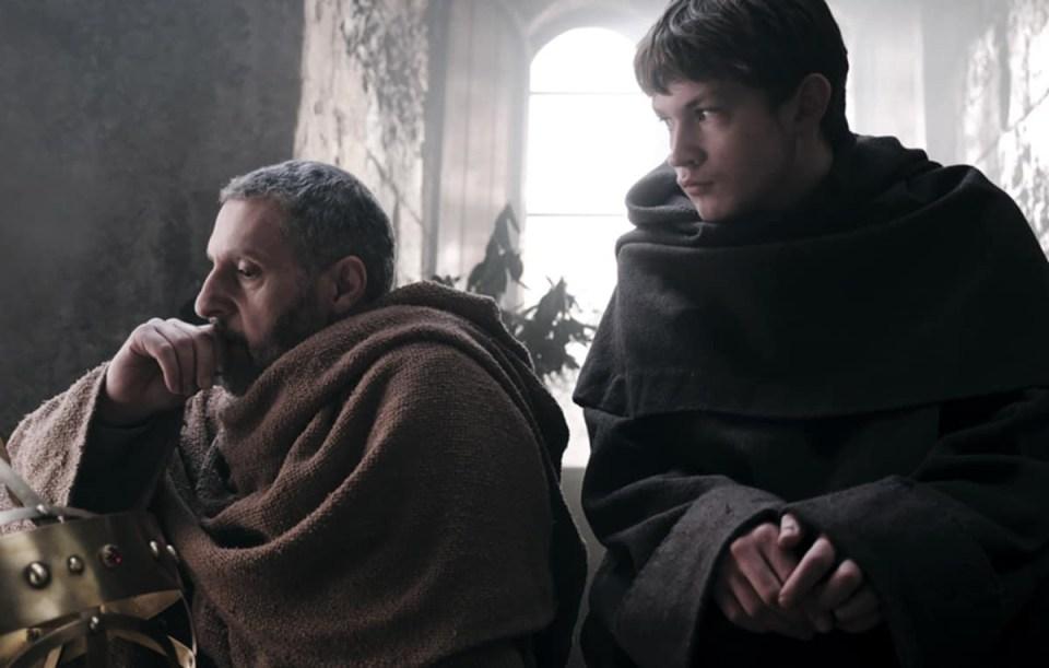 Una scena della serie tv proposta dalla RAI Il nome della rosa Interpreti John Turturro (Guglielmo) e Damian Hardung(Adso)