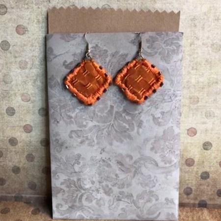 boucles d'oreilles textiles oranges motifs tissées artexture créations