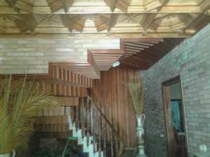 Miguel Farse: escalera en casa particular (forrado en madera de pared y forjado de escalones)