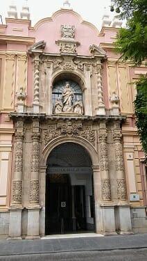 Pórtico central del Museo de Bellas Artes de Sevilla (museos sevillanos para niños)