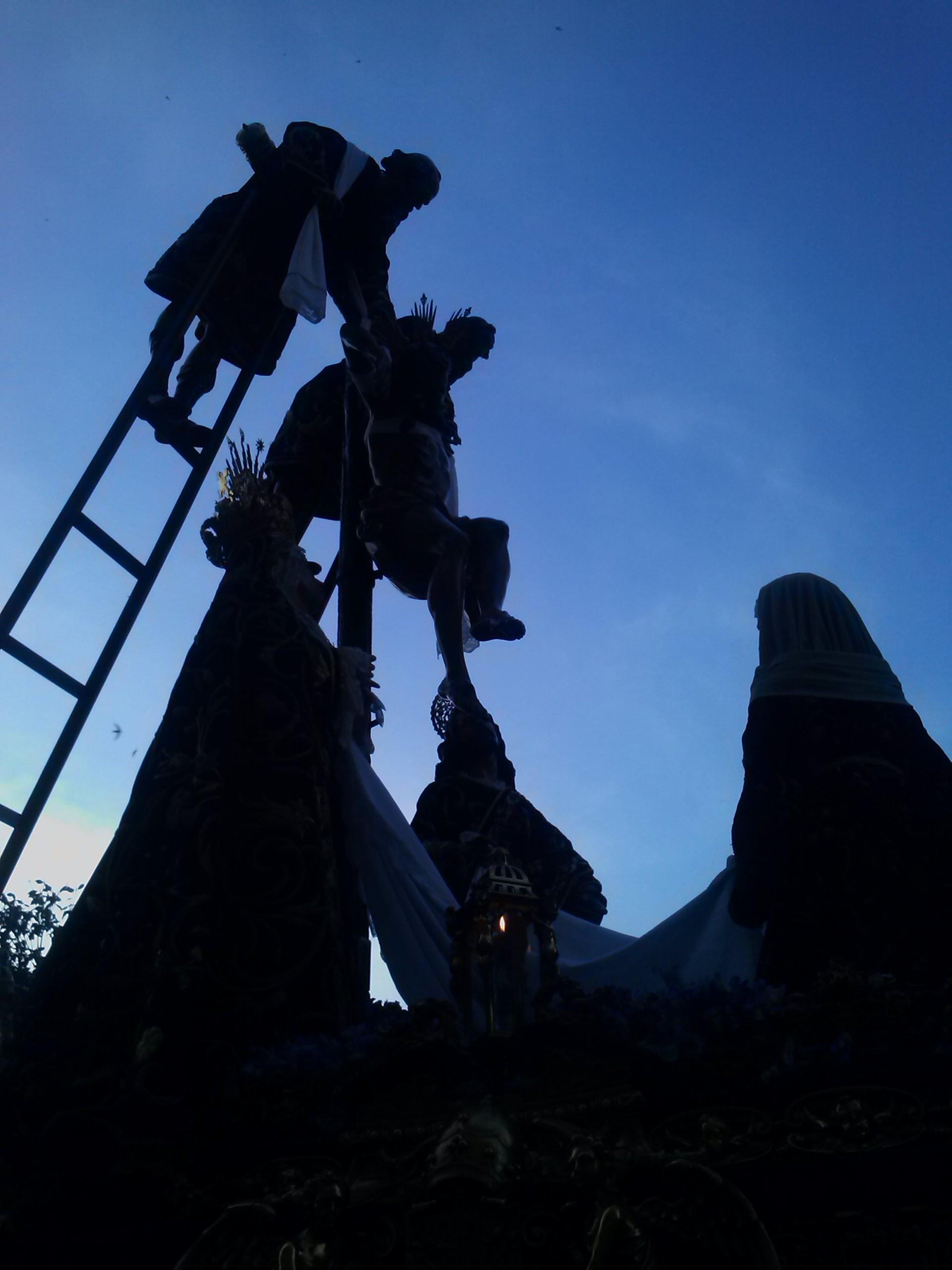 Pasión según Sevilla: Sagrado Descendimiento de Nuestro Señor Jesucristo y Quinta Angustia de María Santísima Nuestra Señora (Foto: Francisco Calvo)