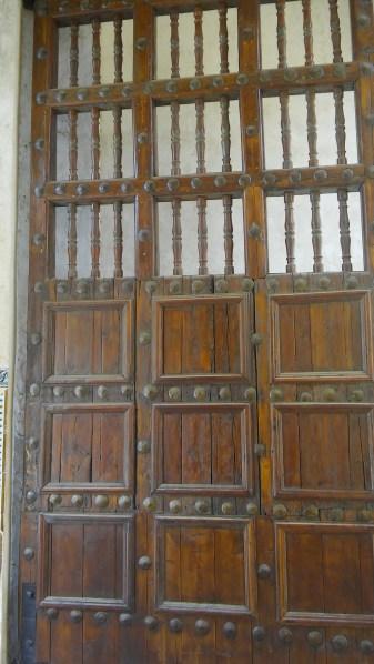 Acceso a la zona fabril de la Fábrica de lozas Pickman. El portón es el original