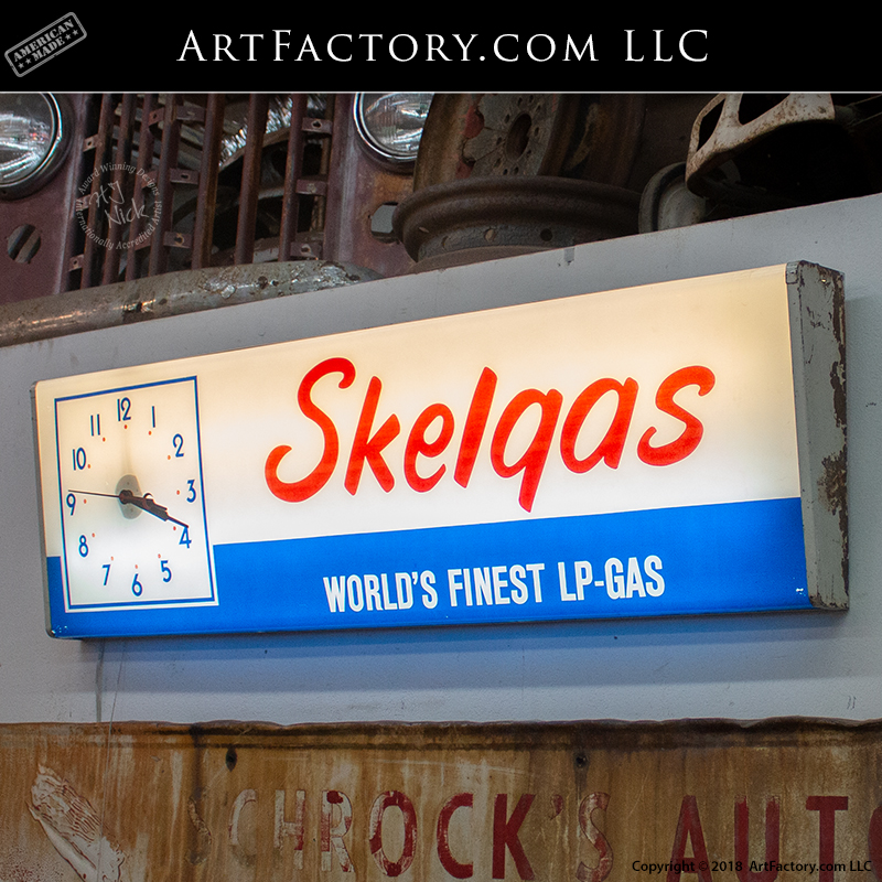 Skelgas lighted clock sign