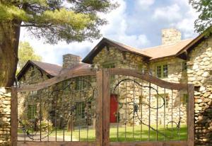Entry Gate - Western Estate Gates - 2349GG5