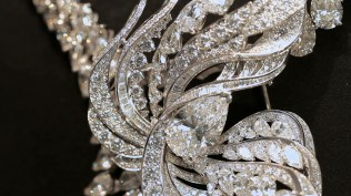 de-beers-close-up-of-the-imaginary-nature-brooch