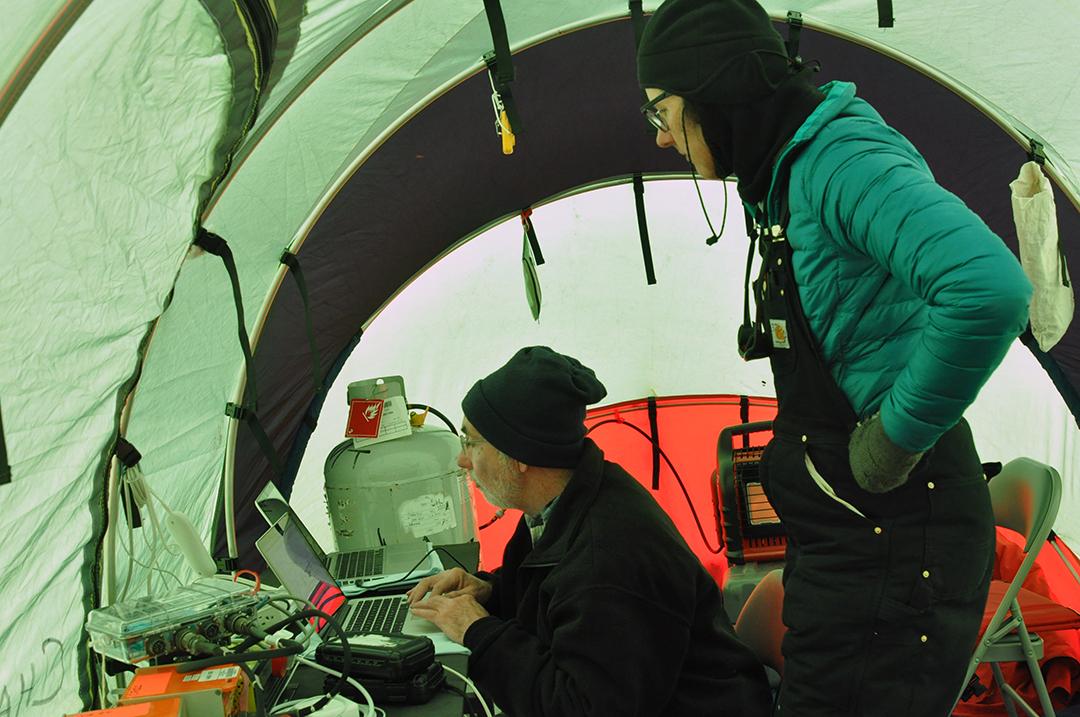 Uploading seismic data