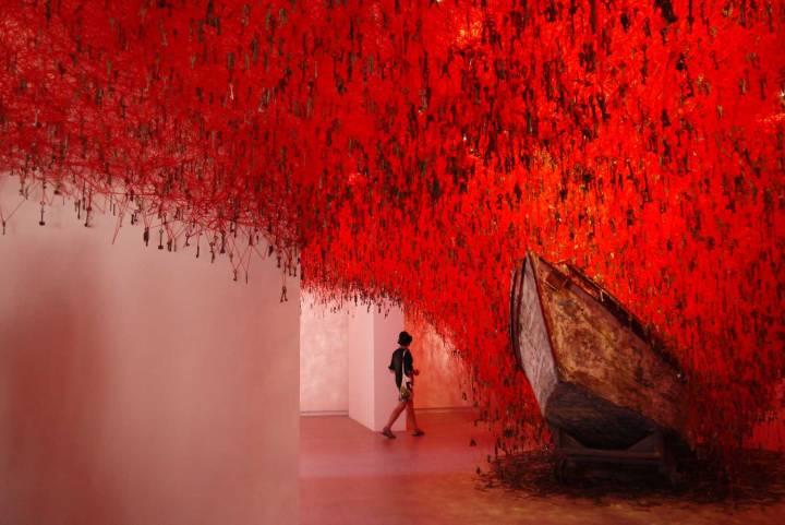 the-key-in-the-hand-by-chiharu-shiota-venice-biennale-2015-yellowtrace-21