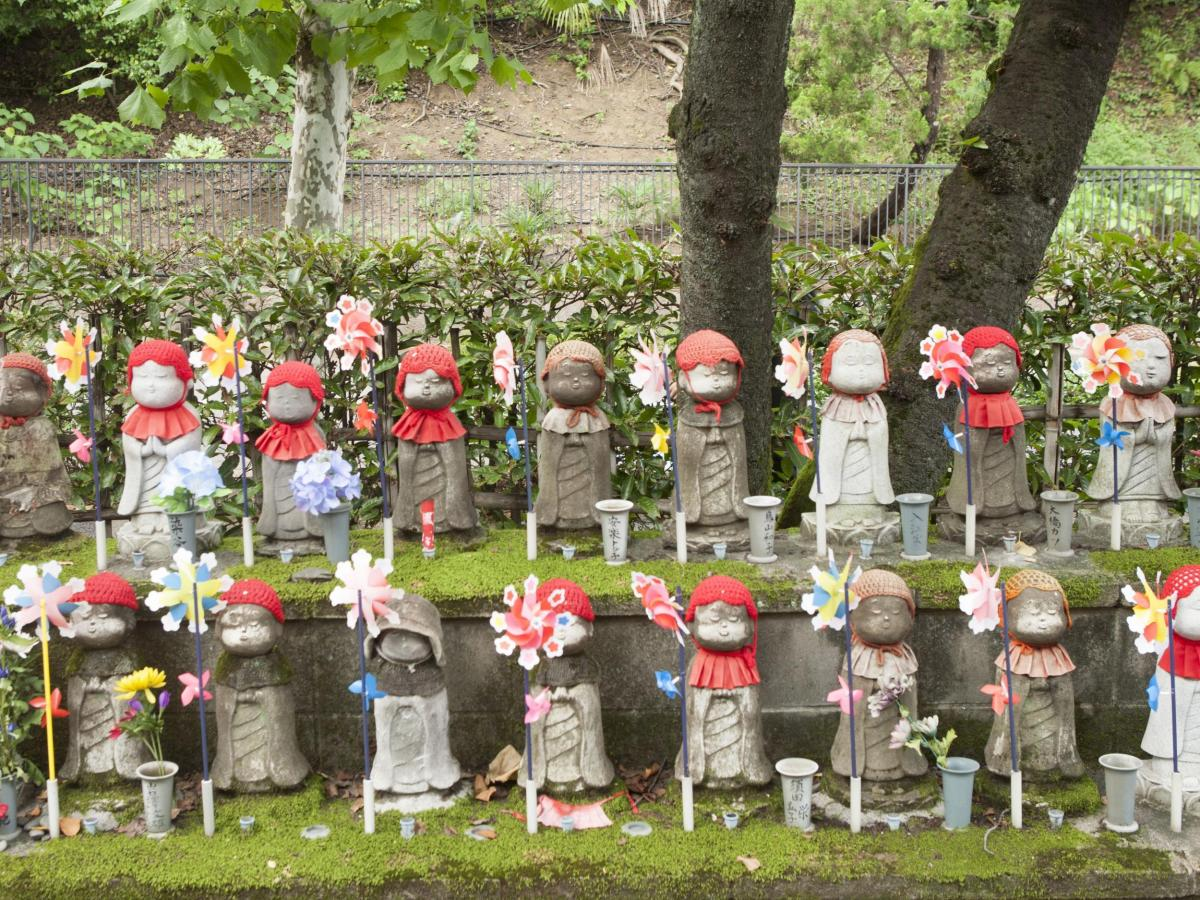 Jizo Dewa Pelindung Anak Jepang