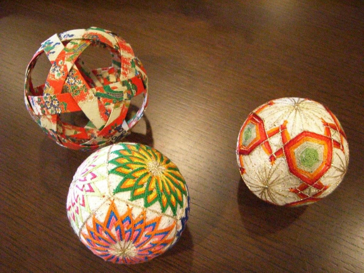 Sebuah Bola Tradisional Jepang Yang Disebut Temari