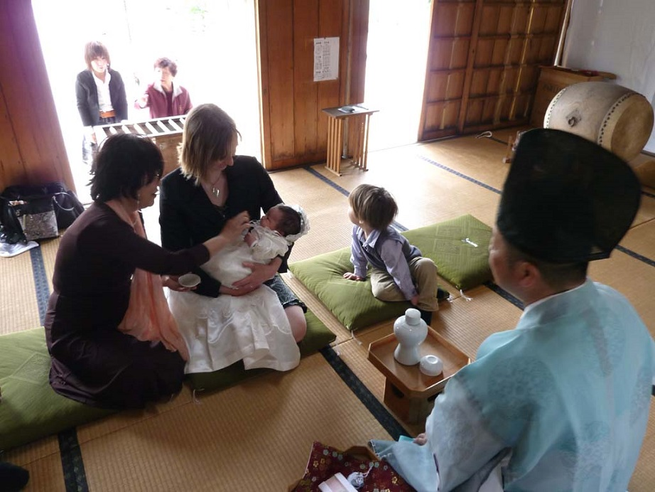 Miyamairi Tradisi Mendoakan Bayi Yang Baru Lahir